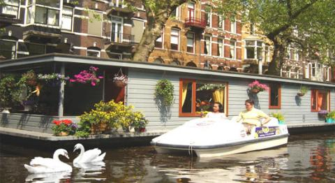 PhilDutch Houseboat Amsterdam Bed and Breakfast - Bed and Breakfast in Amsterdam