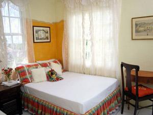 Lloyd's Guest House - Bed and Breakfast in Anguilla
