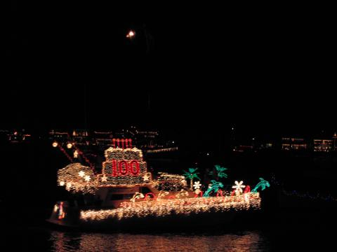 Christmas Boat Parade - Balboa Island Vacation Apartments