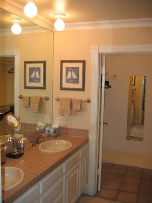 Bathroom and Walk-in Closet - Balboa Island Vacation Apartments