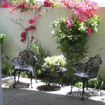 Front Patio - Balboa Island Vacation Apartments
