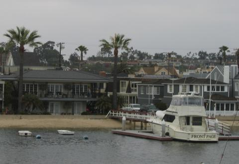 Dock and Main House - Balboa Island Vacation Apartments