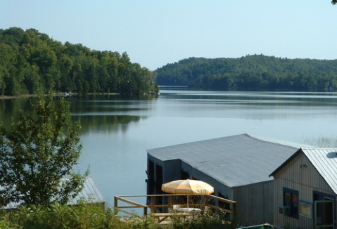 Lake Lodge & Marina in Gilmour, ON - Vacation Rental in Bancroft
