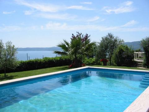 Villa IL GLICINE, Lake Bracciano near Rome - Vacation Rental in Bracciano