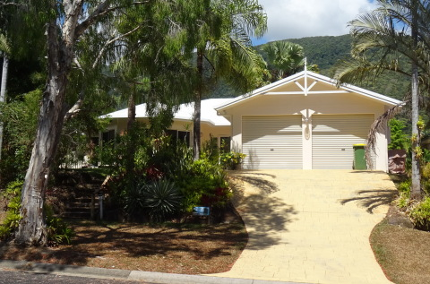 Palm Cove Holiday House  - Vacation Rental in Cairns