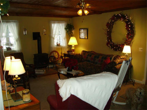 1850's Farmhouse B&B - Bed and Breakfast in Canandaigua