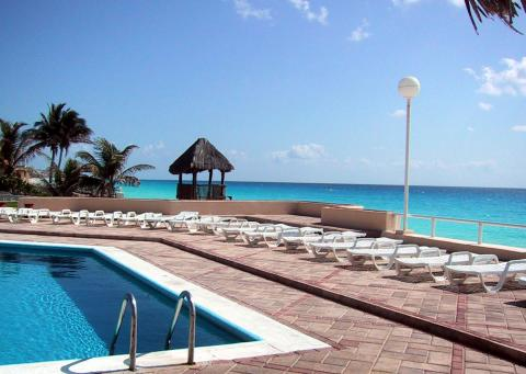 Oceanfront Pool - Cancun Vacation Condos
