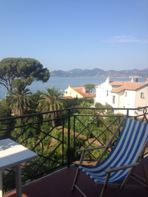 View of the Med from every room and steps to beach - Vacation Rental in Cannes