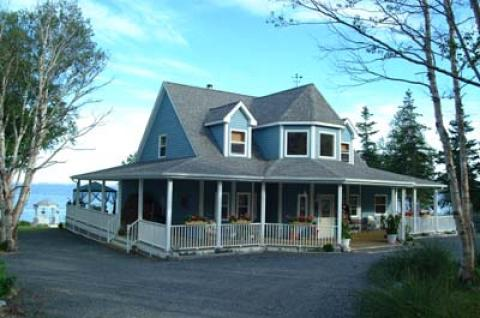 FRONT OF MAIN HOUSE - Cape Breton Island Hotels