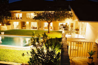 Capo Cabana Guest house - Tigerberg Hills - Bed and Breakfast in Cape Town