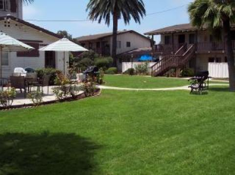 2 bdrm condo,Carlsbad Village across from beach!