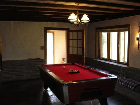 Pool table & much more! - Catskills Vacation Homes
