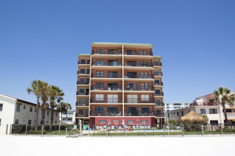 Beautiful Beach Front Condo at Emerald Isle - Vacation Rental in Clearwater Beach