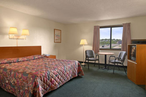 SUPER 8 MOTEL - COS/HWY. 24 E/PAFB AREA