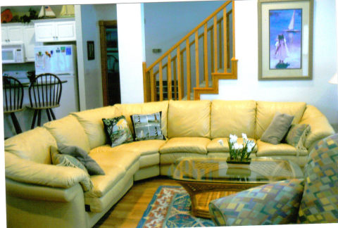 LIVING ROOM WITH SOFT LEATHER SOFA UPPER LEVEL