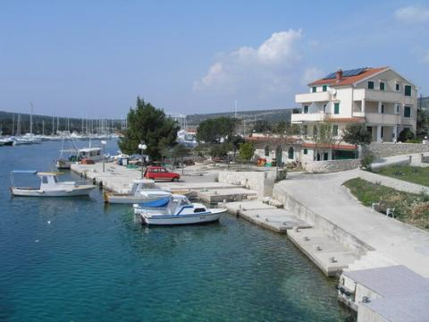 Apartment Lovro Pag - Vacation Rental in Dalmatia