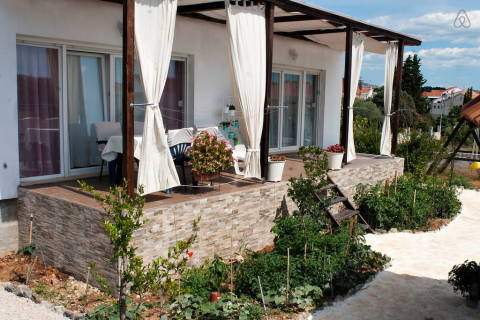 The Whitehouse Apartment 3 - Vacation Rental in Dalmatia