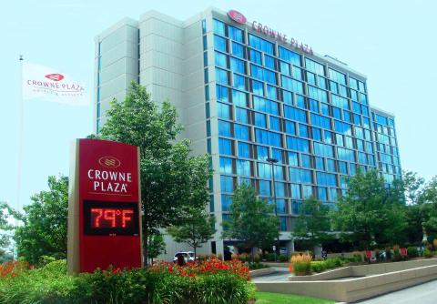 Crowne Plaza Chicago O'Hare - Vacation Rental in Des Plaines