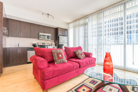 Mary-am Suites. 1BD Suite at Maple Leaf Square - Vacation Rental in Downsview