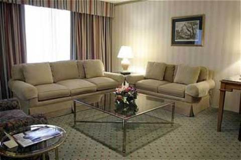 Crowne Plaza LaGuardia Airport