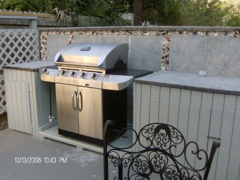 outdoor courtyard with propane grill