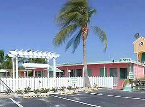 Fort Myers Beach Hotel Shipwreck Motel