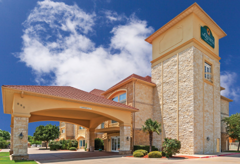 La Quinta Inn & Suites - Hotel in Granbury