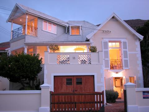Cheviot Place Guest House - Bed and Breakfast in Green Point