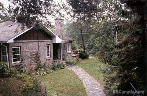 Highland Stone Cottage - Bed and Breakfast in Haliburton