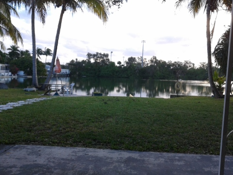 LARGE STUDIO ON PRIVATE LAKE - Vacation Rental in Hallandale