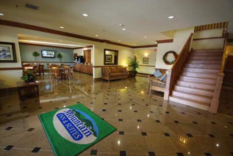 Mountain Inn & Suites Airport - Hotel in Hendersonville
