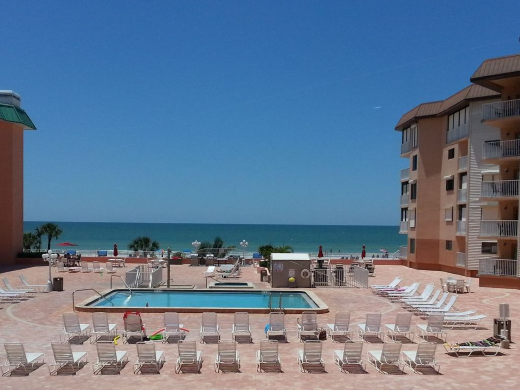 FABULOUS 2 bdrm Condo Right ON the BEACH - Vacation Rental in Indian Shores