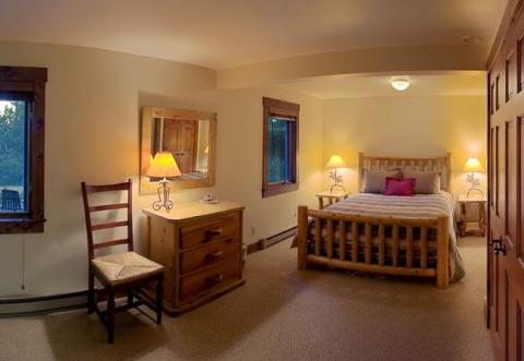 Guest suite for 4 with kitchen and bath - Jackson Hole Vacation Homes