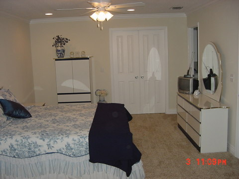 LARGE MASTER BEDROOM AND BATH