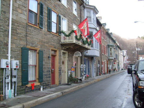 Stone Townhouse in Victorian Jim Thorpe,PA - Vacation Rental in Jim Thorpe