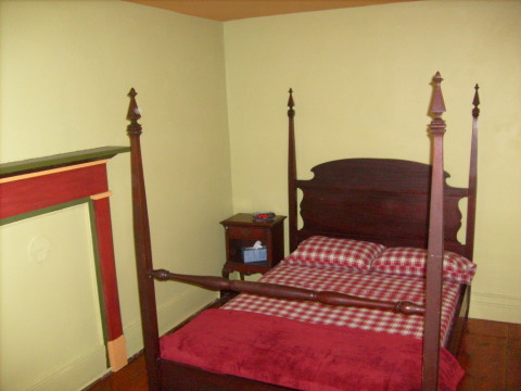 3rd bedroom with original shaker bed