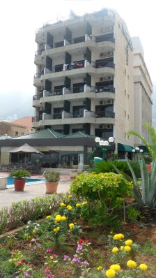 Holiday Suites Hotel & Beach Resort - Hotel in Jounieh