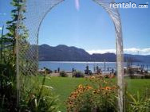 PJ's Idle-A-While Lakeshore B&B - Bed and Breakfast in Kelowna