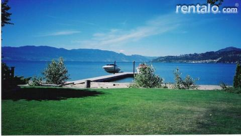 Frank's Lakefront Beach House-Private Dock - Vacation Rental in Kelowna