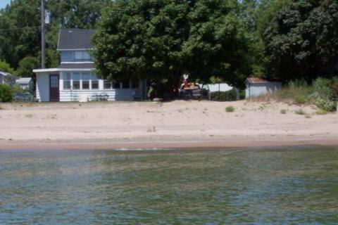 Wondrous Kingsville Vacation Rental Kingsville Ontario Lake Erie Home Interior And Landscaping Mentranervesignezvosmurscom