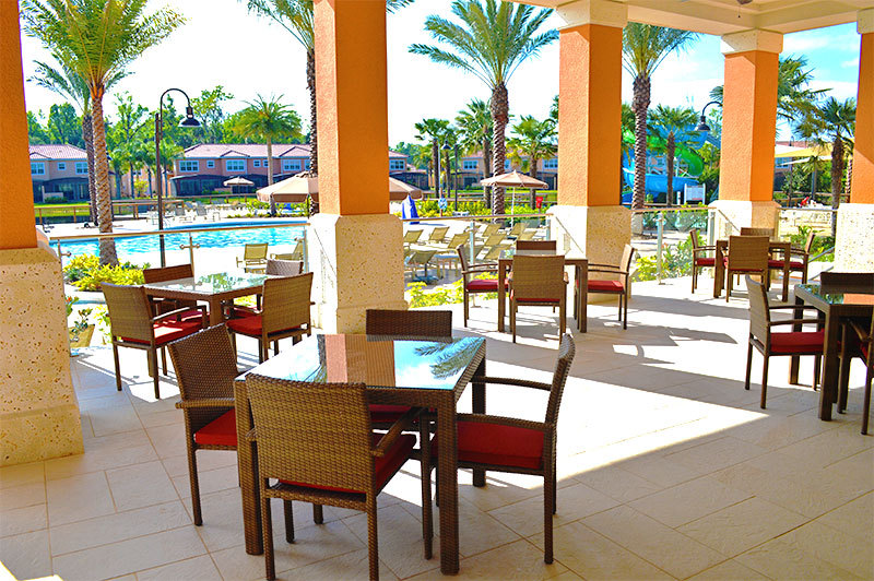 Regal Oaks poolside cafe & grill