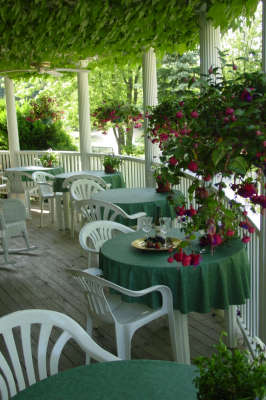 Martha's Vineyard Bed & Breakfast - Bed and Breakfast in Lake Michigan