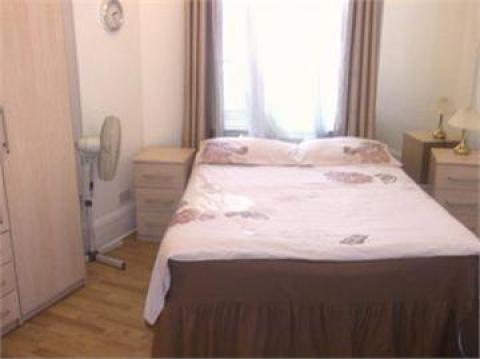 London Apartment Condo 3 Bedroom 2 Bathroom Apartment To