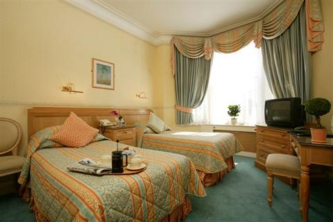 Avonmore Hotel. Kensington,London,UK - Bed and Breakfast in London