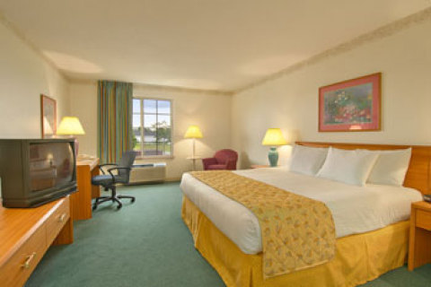 Baymont Inn and Suites Mackinaw