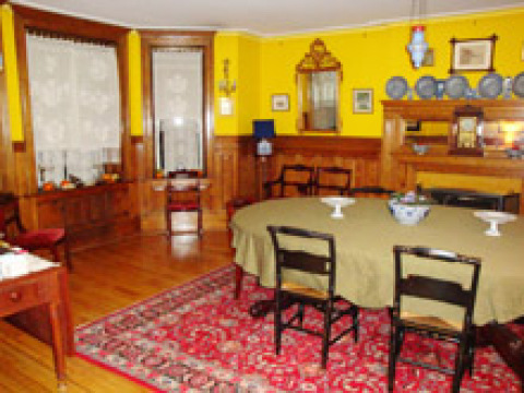 - Manhattan Bed and Breakfasts