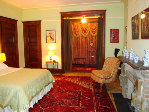 Large Luxury Queen & King suites - Manhattan Bed and Breakfasts