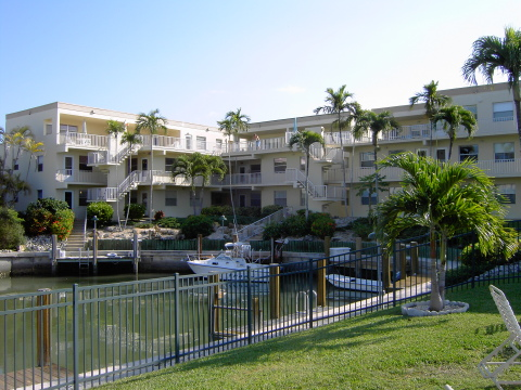 Marco Island Condo - Model Village - Bed and Breakfast in Marco Island