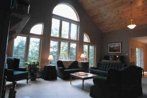 Heritage House - Luxury Private Waterfront Chalet - Vacation Rental in Mont Tremblant