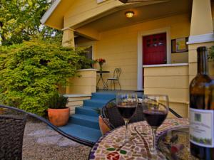 Shady Oaks Country Inn - Bed and Breakfast in Napa